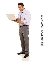 milieu, ordinateur portable, vieilli, homme, utilisation