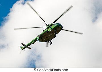 militär helikopter, med, den, ryskt sjunka, på, den, svans, in, den, sky