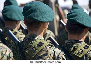militär, tjäna som soldat, med, likformig, och, guns.