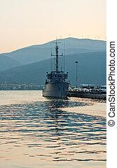 militärisches schiff