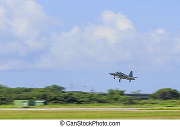 militær flyvemaskine, hos, flyve, på, den, hastighed