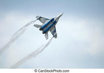 militær flyver, flyve, ind, den, himmel