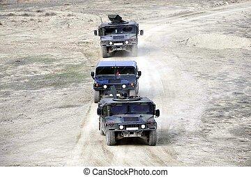 militære køretøjer