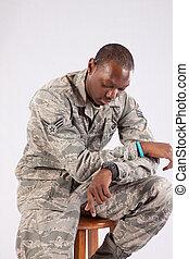 militair, man, zwart uniform