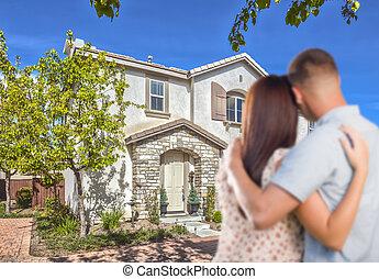 militair, paar, kijken naar, aardig, nieuw huis