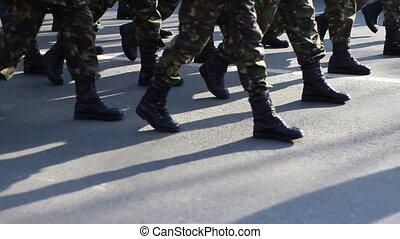 militaire, déterminé, mars, bottes