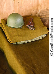 militar, cama, com, capacete, e, pistola
