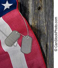 militar, perro, etiquetas, en, bandera estadounidense