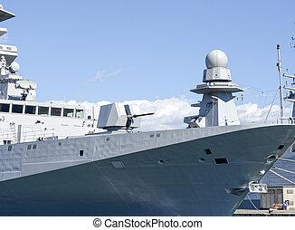 military hajó, kikötő