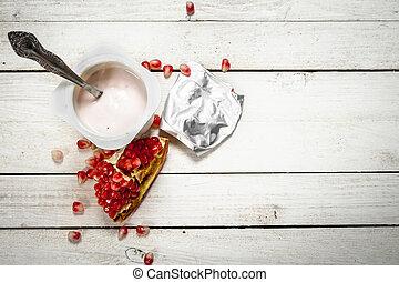 Milk yoghurt with pomegranate.