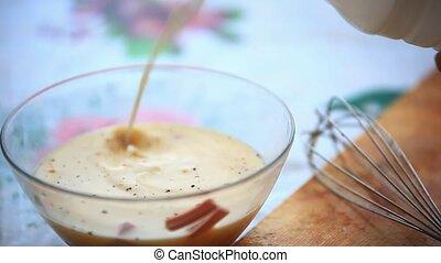 milk., zsyp, szkło, bowl., przygotowując, omlet, mieszanie, ...