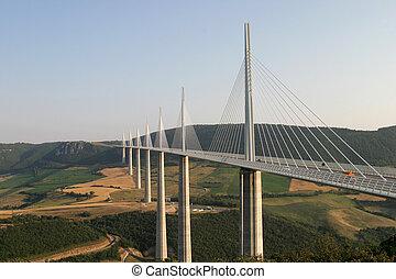 millau, 架桥