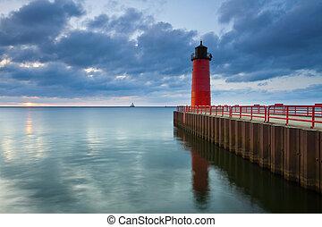 Image of the Milwaukee Lighthouse at sunrise.