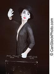 mime, femme, chapeau, valise