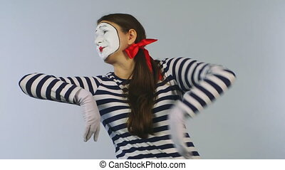 Mime shows banknotes