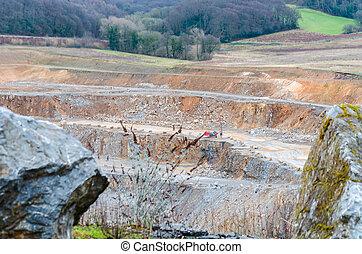 mina poço aberto, pedra calcária, pedreira