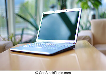 mince, ordinateur portable, sur, bureau bureau