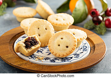 Mince pies for Christmas - Mince pies with dried fruit ...