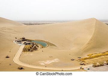 mingsha, shan, arena, montaña, y, luna medialuna, lago, en, dunhuang, gansu, china