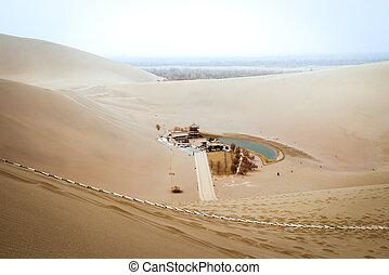 mingsha, shan, desierto, y, luna medialuna, lago, en, dunhuang, gansu, china
