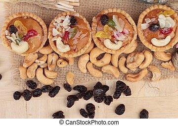 Mini almond nuts, fruit tart is delicious.
