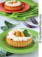 mini cake with cream