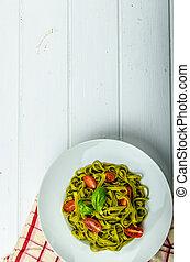 mini, espinaca, albahaca, pesto, tagliatelle, tomates
