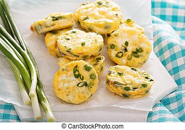 mini, frittatas, hos, peas, grønt løg, og, feta