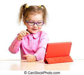 mini, tabliczka, posiedzenie, ekran, patrząc, pc, dziecko, stół, okulary, szczęśliwy
