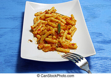 Ziti pasta - Mini Ziti pasta with tomato gravy and green ...