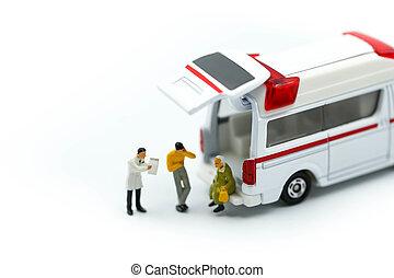 miniatura, gente, :, doctor, y, paramédico, asistir, a, paciente en ambulancia, ambulancia, concepto