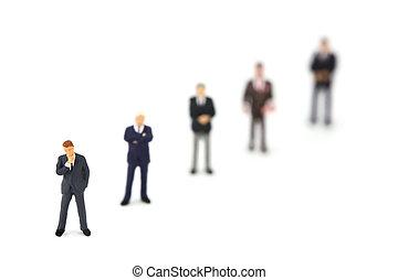 miniatura, hombres de negocios, posición, consecutivo, diagonalmente