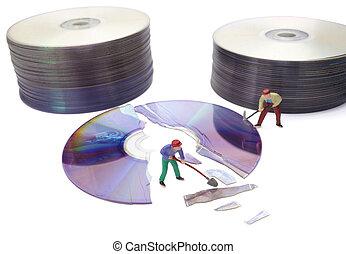 miniatura, juguete, trabajadores, reparación, computadora, roto, disco compacto