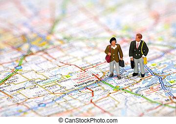 miniatura, viajeros de negocios, posición, en, un, mapa