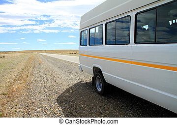 minibus, kant van de weg