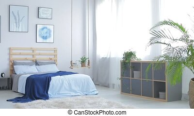Minimalist white apartment with paintings movie - Minimalist...