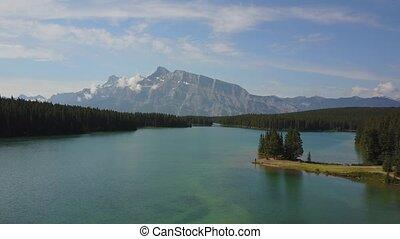 minnewanka, meer, in, nationaal park banff, canada