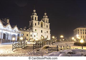 minsk, à, hiver, nuit, belarus., nouvel an, et, temps noël, dans, minsk, city., cityscape, de, neigeux, minsk., cathédrale, de, les, saint, spirit.