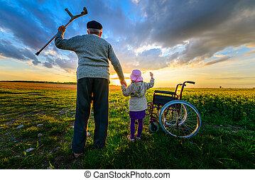 mirakel, recovery:, gammel mand, det får, oppe, af, wheelchair, og, raises, hænder oppe