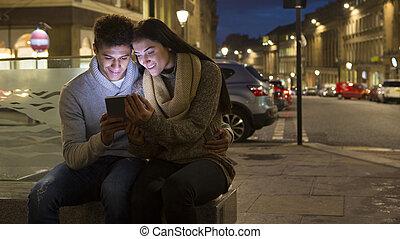 mirar, ciudad, pareja, tableta, digital