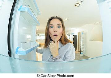 Mirar, mujer, vacío, refrigerador