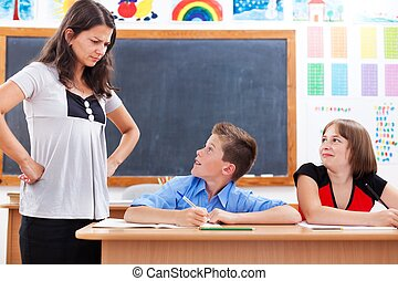 mirar, niño, espantado, enojado, profesor