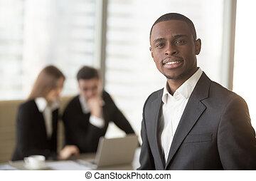 mirar, norteamericano, cámara, atractivo, africano, hombre de negocios, afro