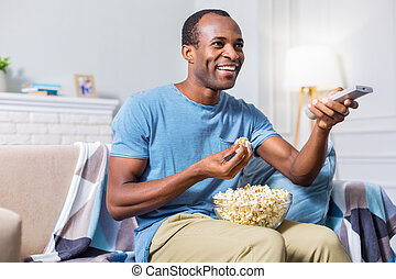 mirar, positivo, encantado, hombre, televisión