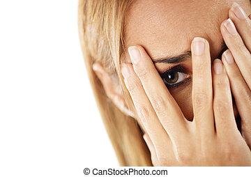 mirar, tímido, mujer, por, dedos