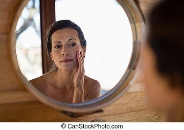 miroir, femme regarde, petite maison