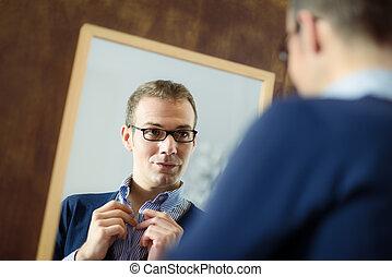 miroir, jeune, haut, regarder, assaisonnement, homme