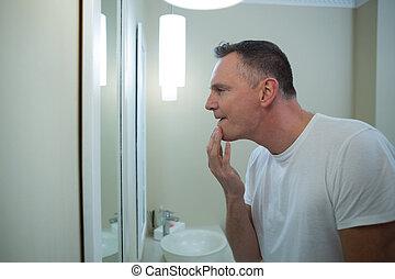miroir, sien, rasage, regarder, homme, après, figure