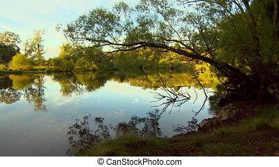 miroir-similaire, prise vue large, lac, coucher soleil