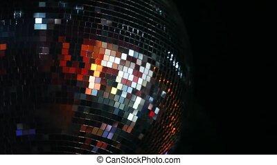 mirror-ball, gira, ligado, teto, em, clube noite